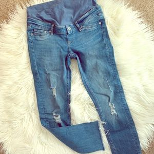 Maternity distressed ankle jean